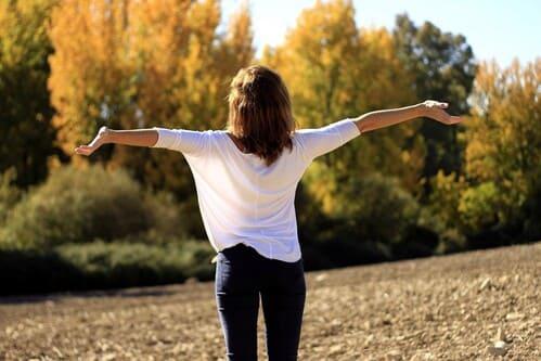 femme-bonne-santé-bonheur-nature
